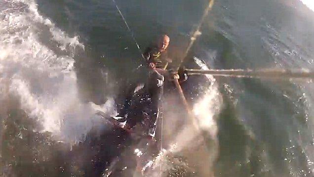 Un hombre choca contra una ballena jorobada mientras practica 'kitesurf' | El Imparcial de Oaxaca