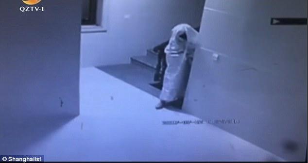 Un ladrón se disfraza de 'fantasma' para robar una casa | El Imparcial de Oaxaca