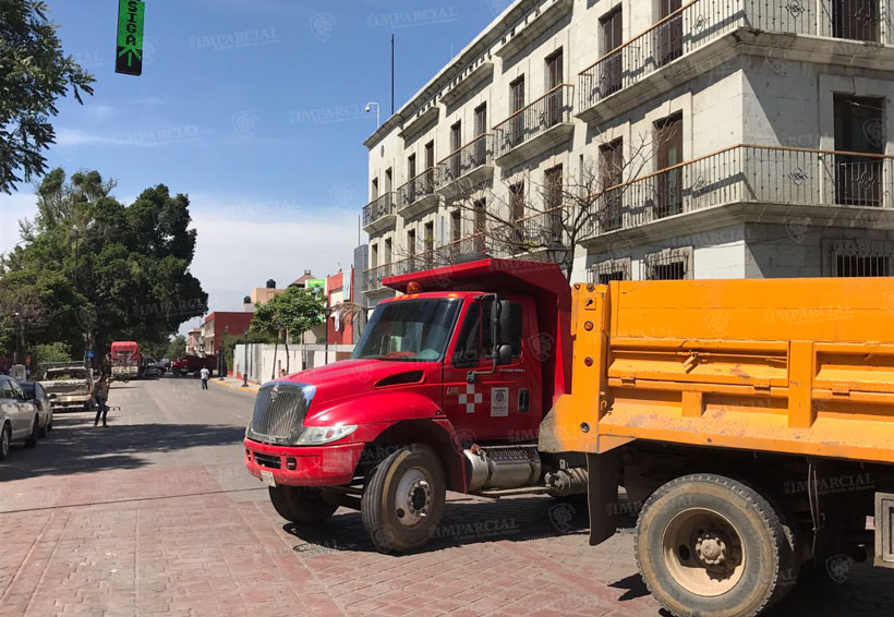 Transportistas de CROC, Sindicato Libertad y CTM bloquean AV. Juárez y Pino Suárez | El Imparcial de Oaxaca