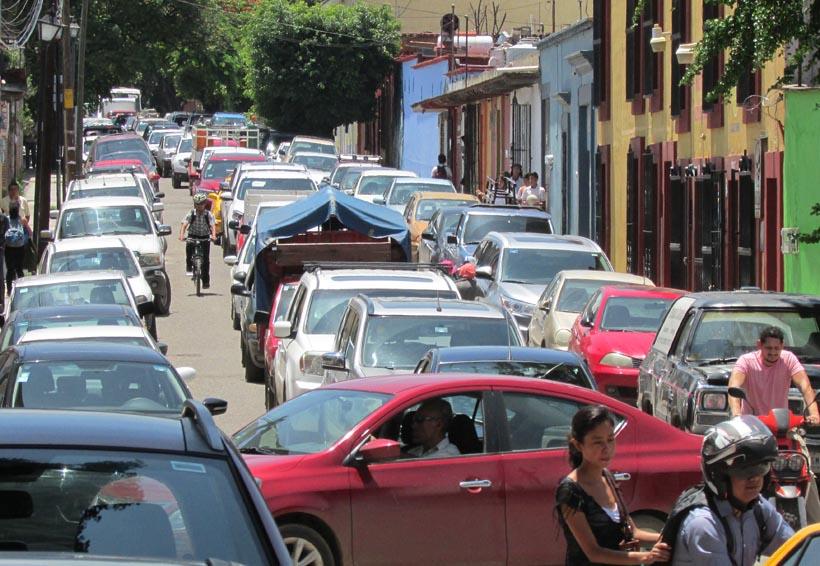 Bloqueo provoca caos vial en zona Norte de la ciudad de Oaxaca | El Imparcial de Oaxaca