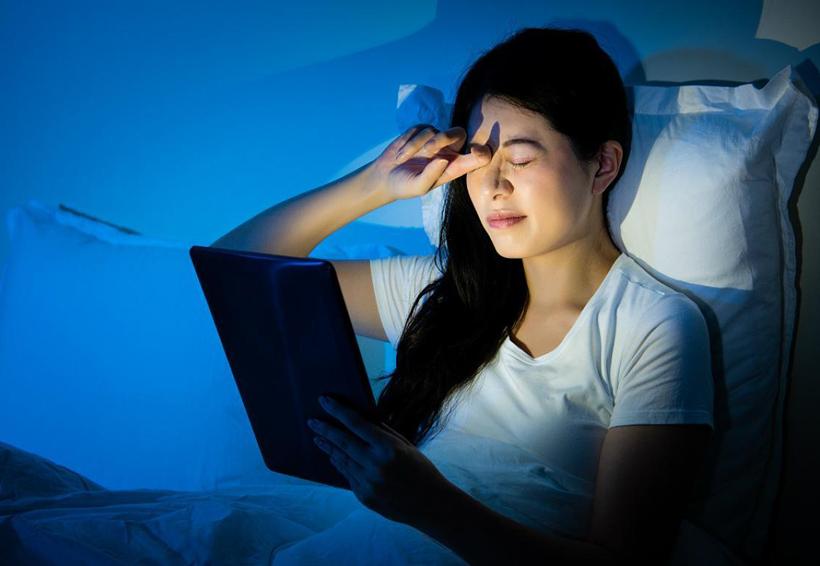 Luz led de celulares y dispositivos electrónicos durante la noche promueve enfermedades metabólicas | El Imparcial de Oaxaca