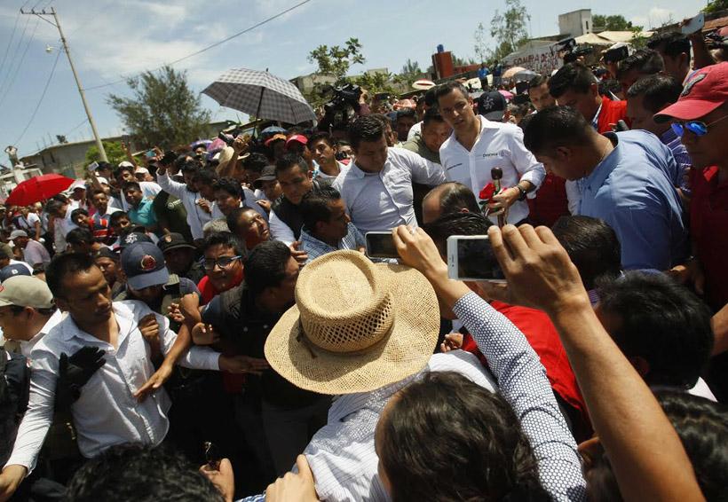 Tumultos y reclamos, el encuentro de Murat con la González Guardado | El Imparcial de Oaxaca