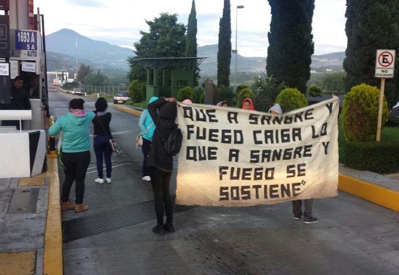 Toman caseta de cobro de Coixtlahuaca, piden cooperación voluntaria   El Imparcial de Oaxaca