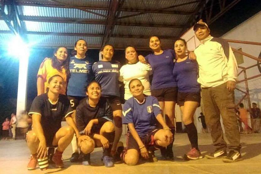 Las mujeres ya juegan en las canchas de Candiani | El Imparcial de Oaxaca