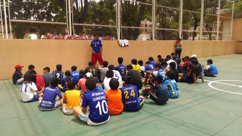 Exjugador profesional de futbol comparte sus experiencias | El Imparcial de Oaxaca