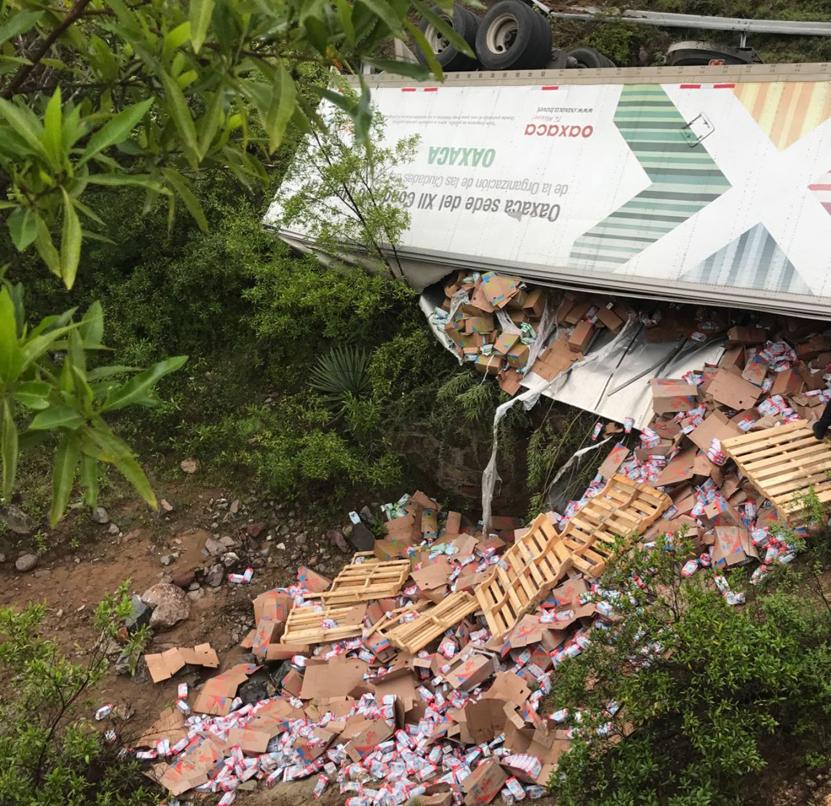 Vuelca tráiler de Liconsa en Huajuapan de León | El Imparcial de Oaxaca