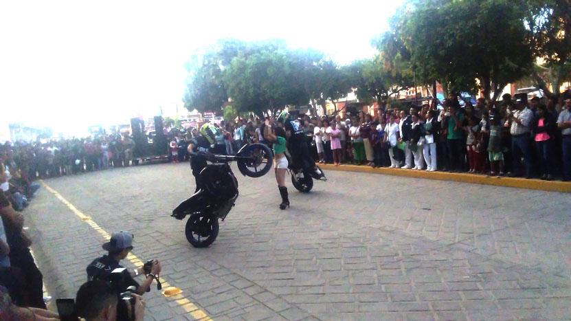 Realizan exhibición  acrobática motorizada | El Imparcial de Oaxaca