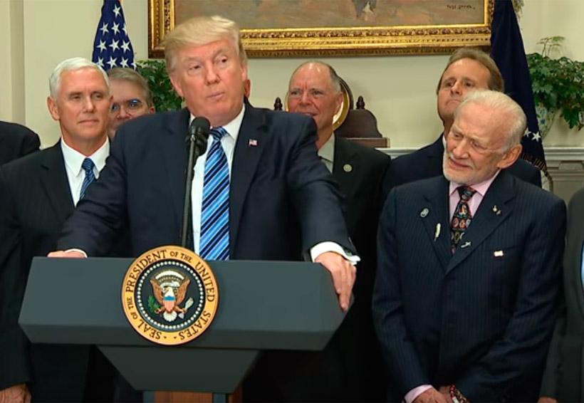 Así la cara del astronauta Buzz Aldrin al escuchar a Trump hablar del espacio | El Imparcial de Oaxaca