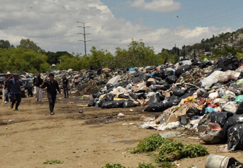 Vándalos cuidan el 'basurero provisional' que puso gobierno de Oaxaca | El Imparcial de Oaxaca