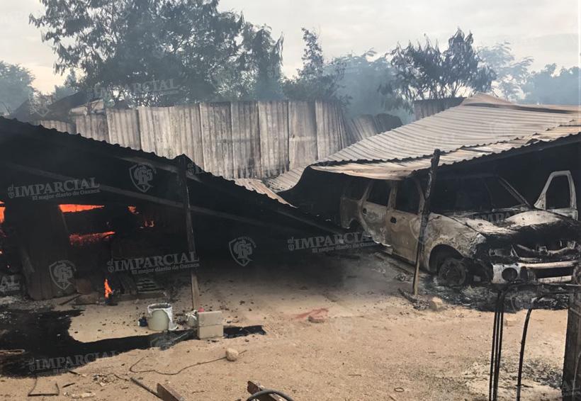 Video: Continúa enfrentamiento en la colonia Guardado, queman casas y vehículos | El Imparcial de Oaxaca