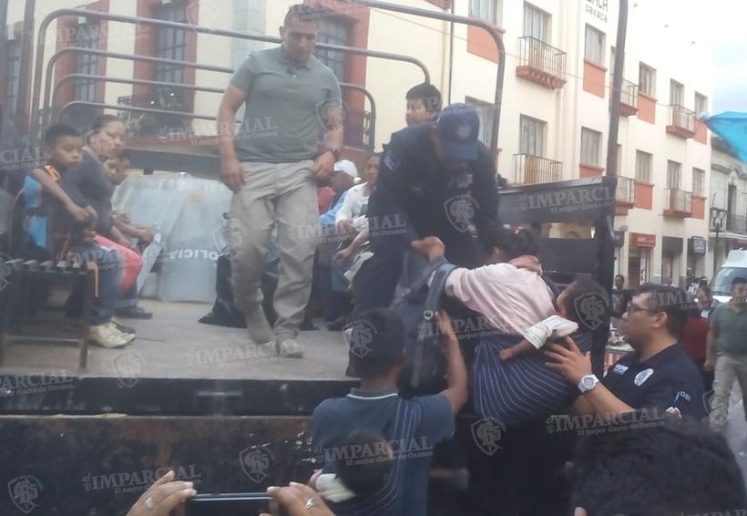 Mujeres y niños del FP 14 de junio son trasladados a albergues   El Imparcial de Oaxaca