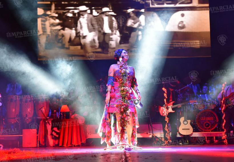 Cautiva Lila Downs al público en el Guelaguetza | El Imparcial de Oaxaca