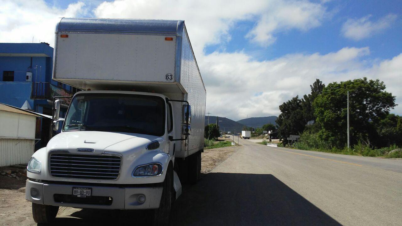 Asaltan con violencia tractocamión en Sola de Vega | El Imparcial de Oaxaca