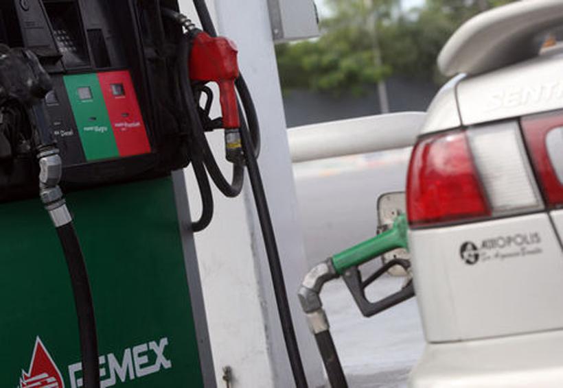 Precio de gasolinas aumenta dos centavos este martes; diésel uno | El Imparcial de Oaxaca