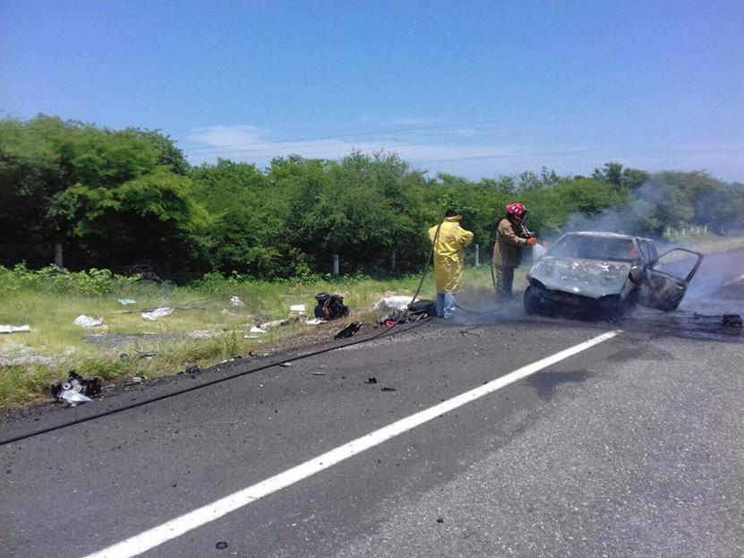 Arde auto compacto en Salina Cruz | El Imparcial de Oaxaca