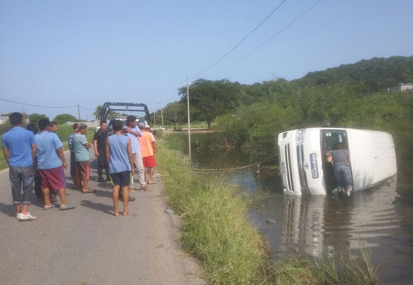 Cae suburban en laguna de Salina Cruz   El Imparcial de Oaxaca