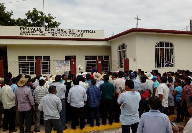 Ejidatarios de Guichicovi se plantan en Ministerio Público | El Imparcial de Oaxaca