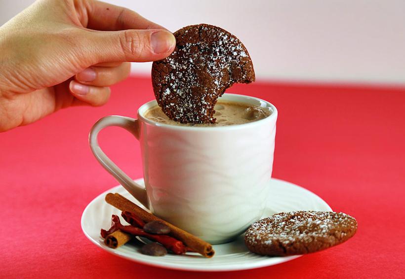 Existe una razón científica de por qué mojar las galletas en leche es tan delicioso | El Imparcial de Oaxaca