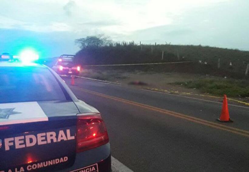 Lo dejan en la carretera, bocarriba y con la cabeza tapada | El Imparcial de Oaxaca