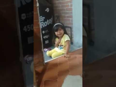 El premio al mejor 'drama' del año se lo lleva esta niña castigada | El Imparcial de Oaxaca