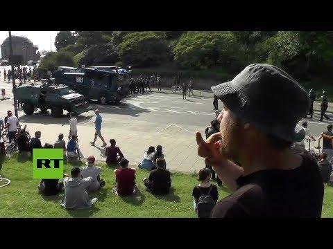 Protesta musical: cuando llega la Policía se pone a silbar la 'Marcha imperial' de Star Wars | El Imparcial de Oaxaca