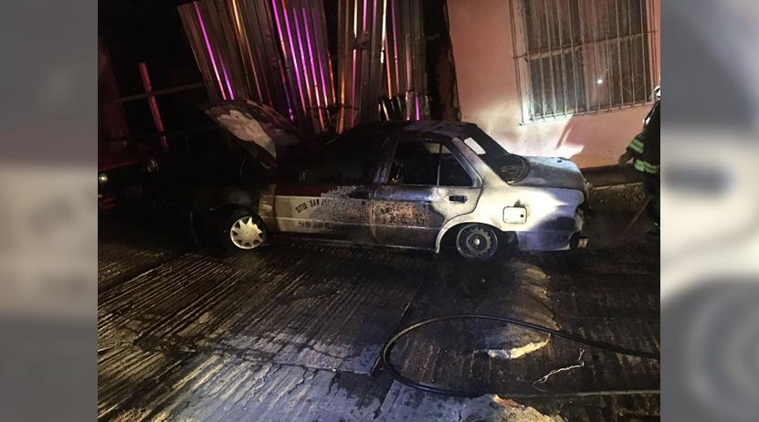 Incendian carros en San Juanito | El Imparcial de Oaxaca