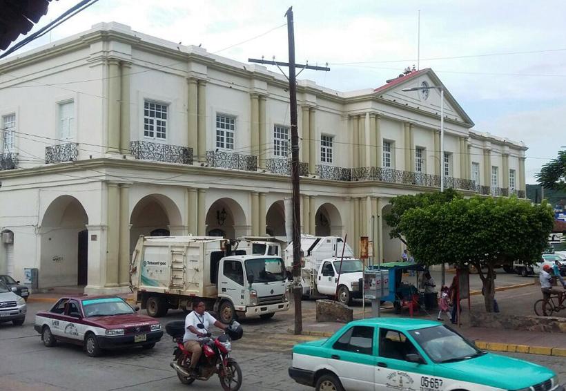 Se inconforman empelados;  municipio de Santo Domingo Tehuantepec dice que sí cumplió | El Imparcial de Oaxaca