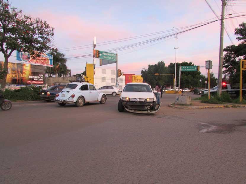 Violento choque en Símbolos Patrios | El Imparcial de Oaxaca