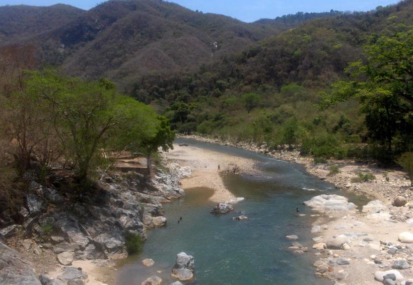 Edil de San Miguel del Puerto entregó Plan Municipal de Desarrollo | El Imparcial de Oaxaca