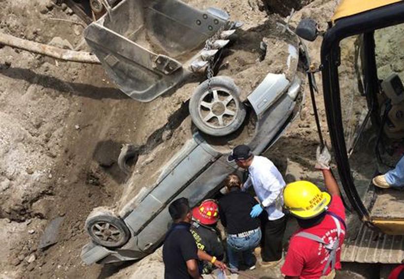 Mueren dos por socavón en el Paso Exprés | El Imparcial de Oaxaca