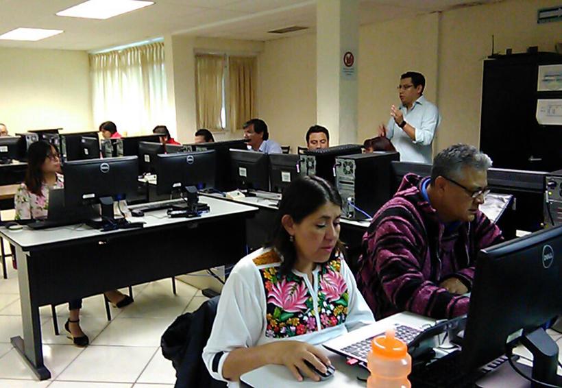 Capacitan a maestros de la  Prepa 3 de Huajuapan en la enseñanza digital | El Imparcial de Oaxaca