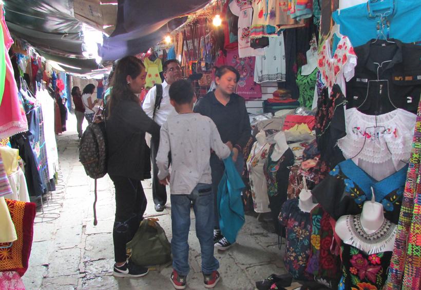Artesanos de Plaza Aldama esperan la visita del turismo | El Imparcial de Oaxaca