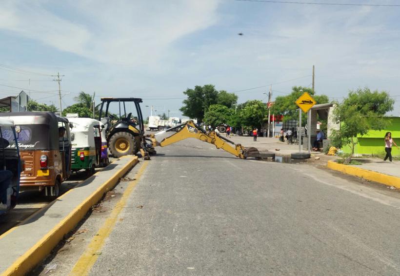En el Istmo bloquean carretera para exigir obras   El Imparcial de Oaxaca