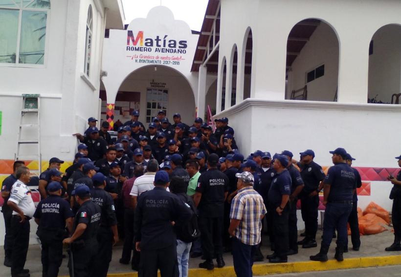 Policías municipales de Matías Romero exigen uniformes   El Imparcial de Oaxaca