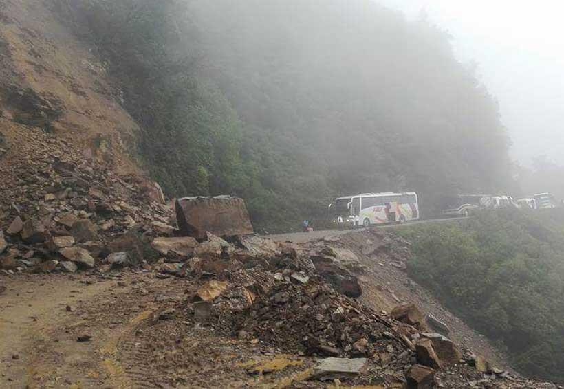 Derrumbe carretero afecta a habitantes de la Mixteca   El Imparcial de Oaxaca