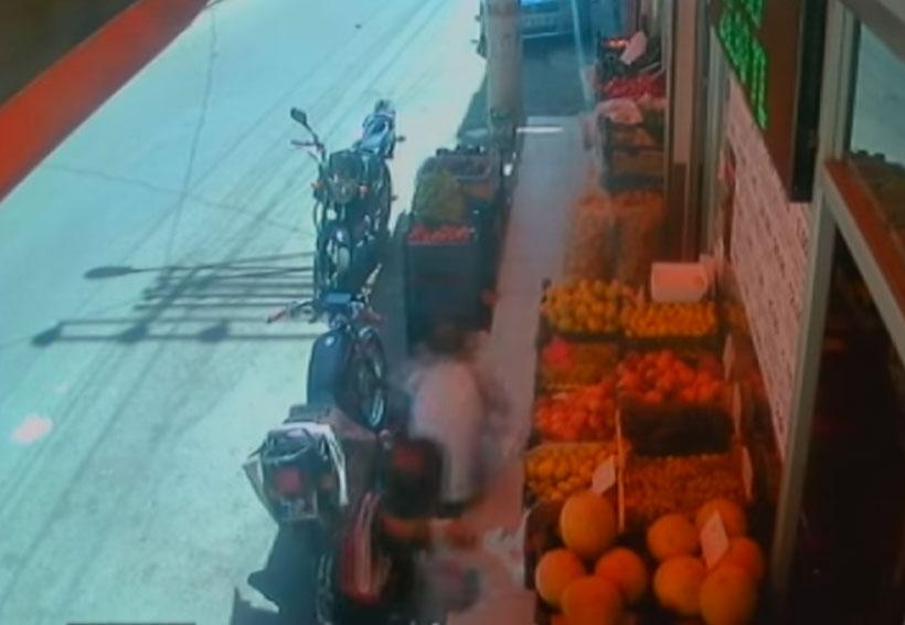Video: Matan a un padre de un tiro mientras abrazaba a su hijo para protegerlo | El Imparcial de Oaxaca