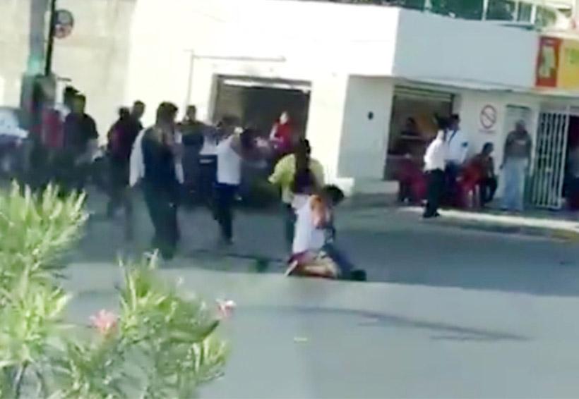 Video: Apuñalan a joven a plena luz del día | El Imparcial de Oaxaca