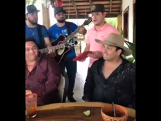 Julión Álvarez le canta a su 'destino' tras acusaciones | El Imparcial de Oaxaca