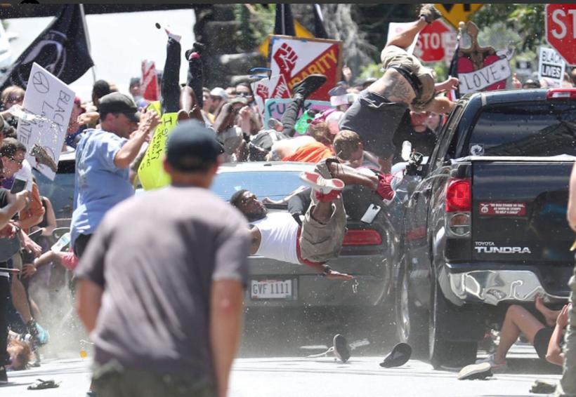 Auto embiste a multitud tras enfrentamiento entre manifestantes en Charlottesville, EU | El Imparcial de Oaxaca