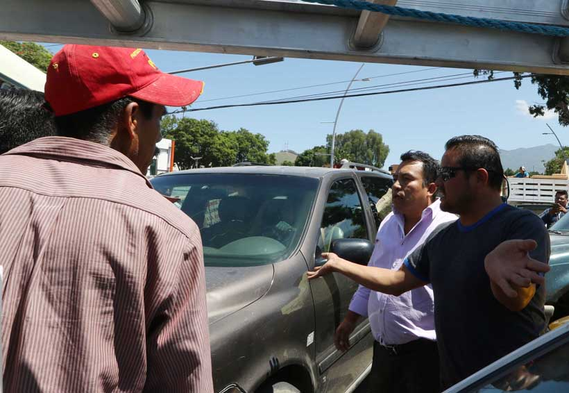 Video: Bloquea Quiechapa crucero de Fonapas; reciben reclamos | El Imparcial de Oaxaca