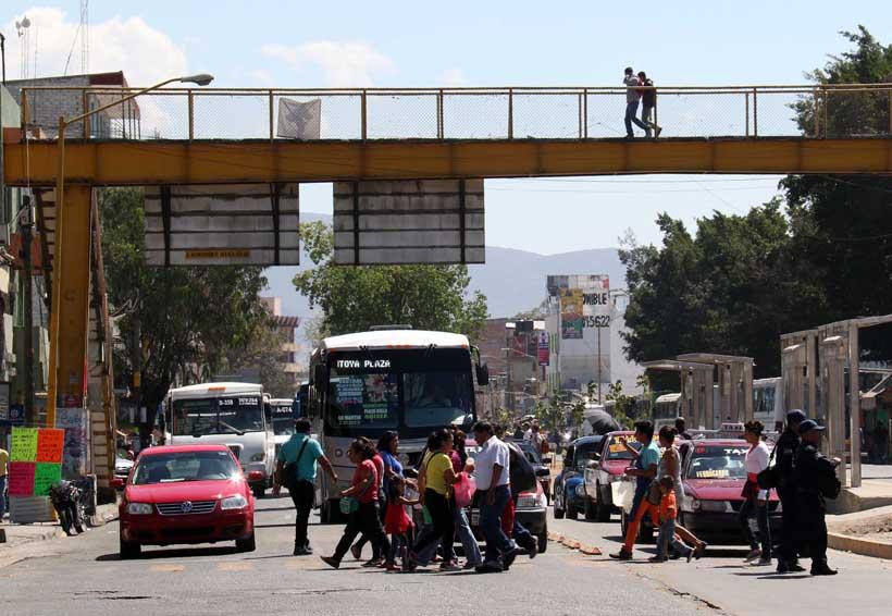 Cruzar la calle es como jugar a la ruleta rusa | El Imparcial de Oaxaca