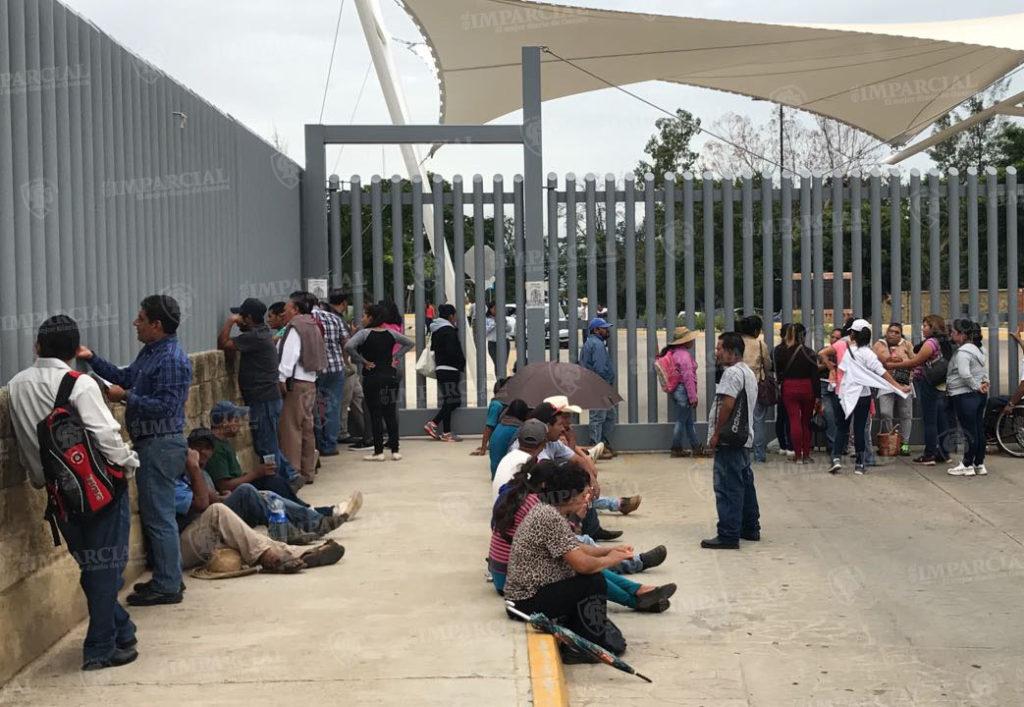 Permanecen bloqueadas las puertas 1 y 2 de Ciudad Judicial en Oaxaca | El Imparcial de Oaxaca