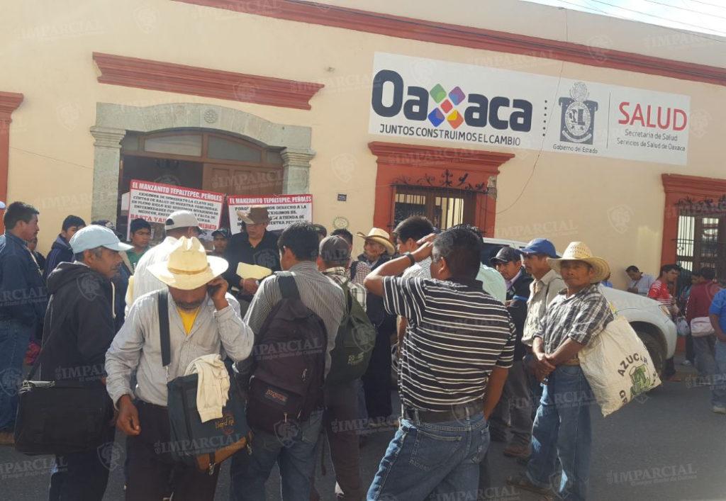 Habitantes de Santa María Peñores bloquean av. Independencia, exigen servicios de salud | El Imparcial de Oaxaca
