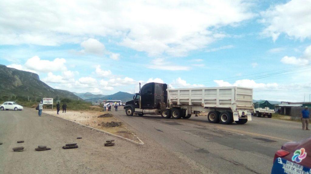 ¡Tlacolula no es basurero! reclaman habitantes bloqueando la carretera 190   El Imparcial de Oaxaca