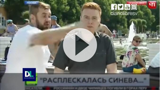 Un ebrio golpea a un reportero en directo en Moscú | El Imparcial de Oaxaca