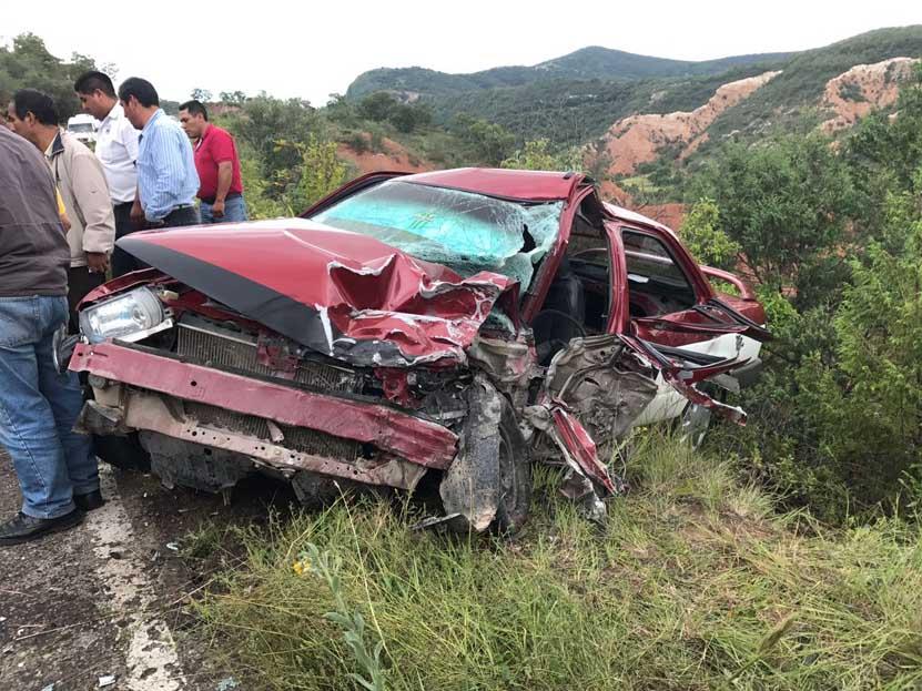 Chocan taxi y camioneta en Yanhuitlán | El Imparcial de Oaxaca