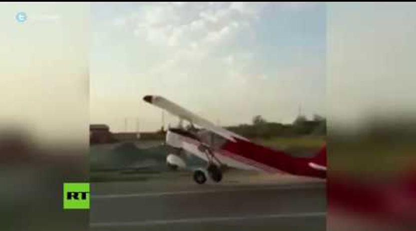 Una avioneta intenta despegar en la carretera y se estrella contra un automóvil   El Imparcial de Oaxaca