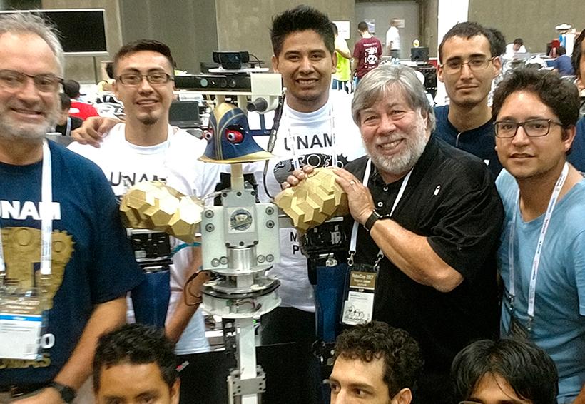 Justina, el robot de la UNAM, gana premio en Japón de manos de Steve Wozniak | El Imparcial de Oaxaca