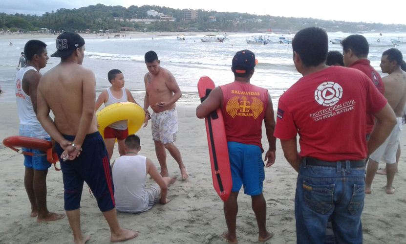 Rescatan a turistas en Puerto Escondido | El Imparcial de Oaxaca