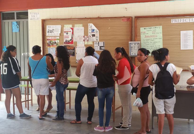 Molestia por el cobro de inscripción en secundaria No. 86 de Puerto Escondido   El Imparcial de Oaxaca
